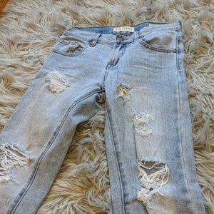 Bullhead light wash ripped Skinny boyfriend jeans